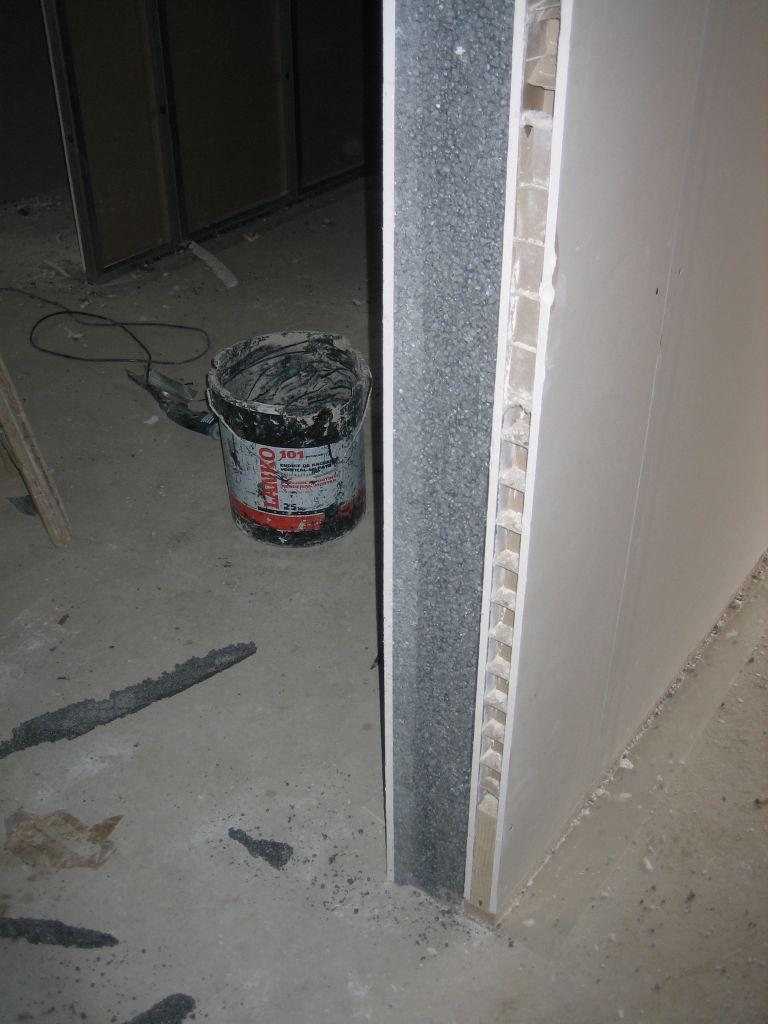 Charpente fermette film et pvc d bords de toiture pvc porte de garage se - Fixation radiateur placo ...