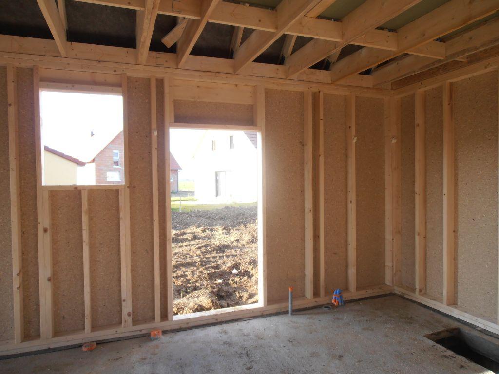 Fenêtre des toilettes et porte arrière du garage