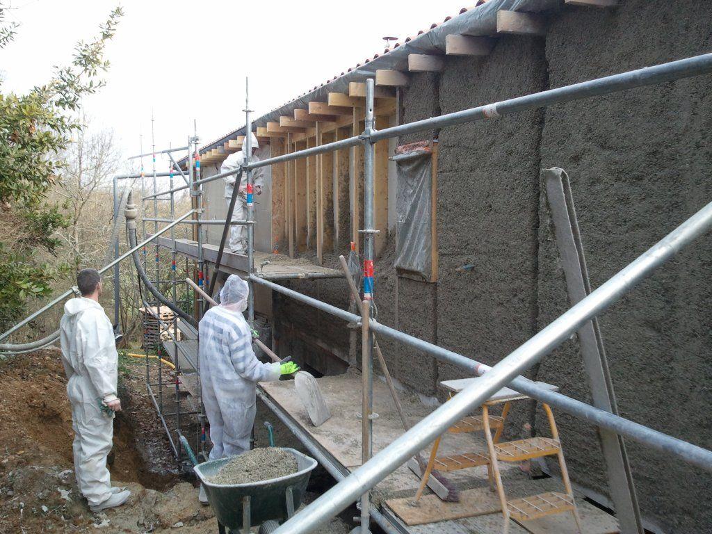 1er mur du 1er jour , en béton de chanvre projeté
