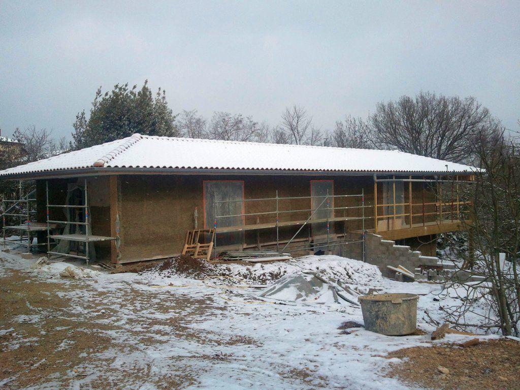 Le béton de chanvre est complètement projeté, juste avant la grosse gélée et la neige !! ouf !