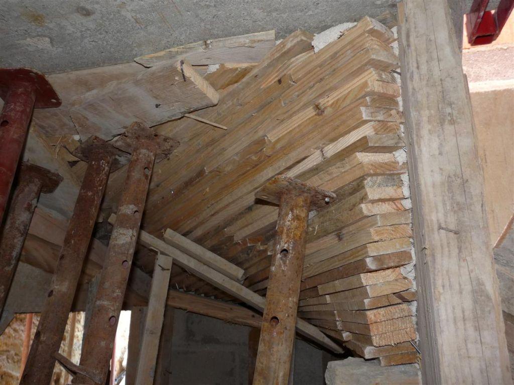 Coffrage escalier sous sol et raccordement l 39 gout el vation des murs - Coffrage escalier arrondi ...