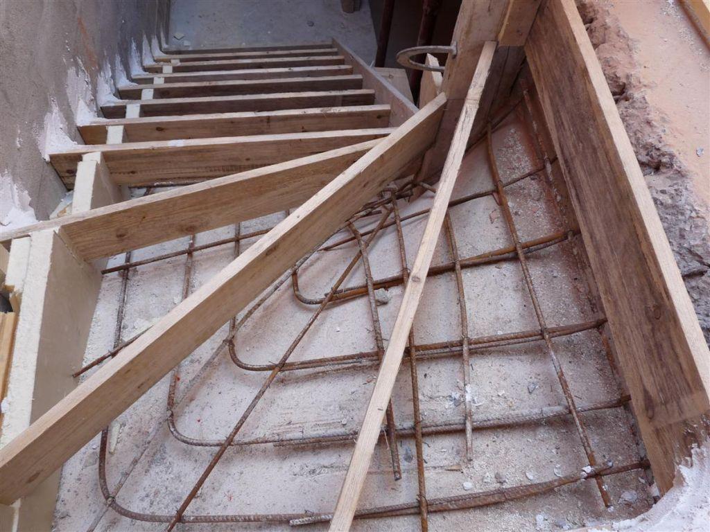 Coffrage escalier sous sol et raccordement l 39 gout el vation des murs - Coffrage escalier beton quart tournant ...