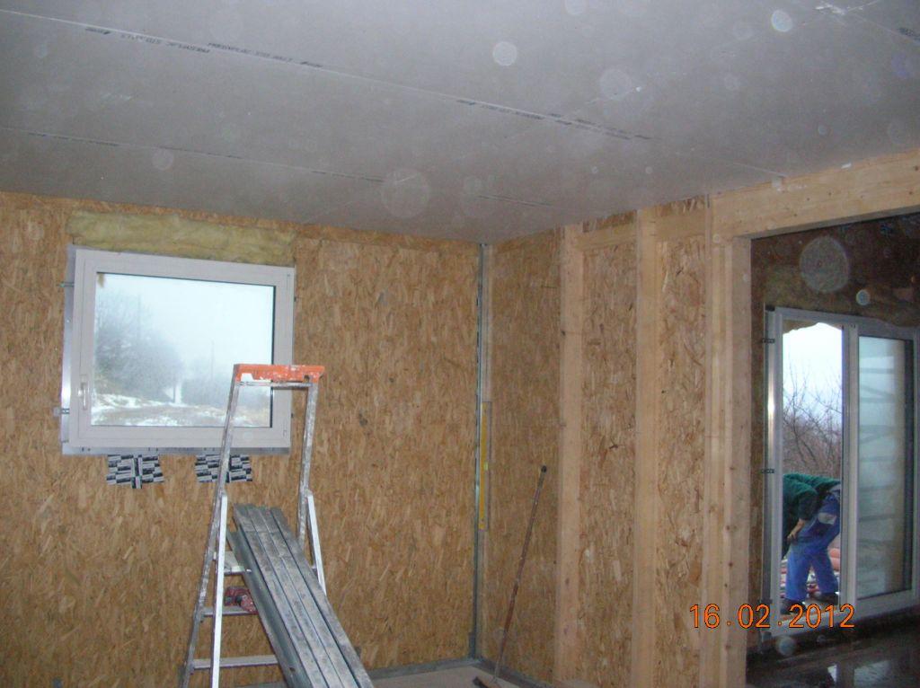 Pose du faux plafond dans le futur atelier(encore non cloisonné)