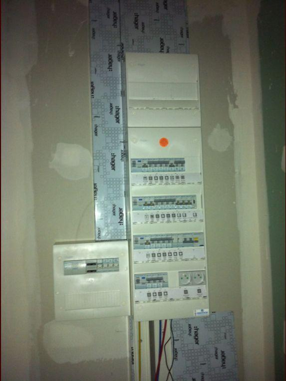 Tableau électrique <br /> 600x 200 <br /> 2 prises 16A <br />  <br /> Prise de courant type éclipse <br /> Disjoncteur divisionnaire