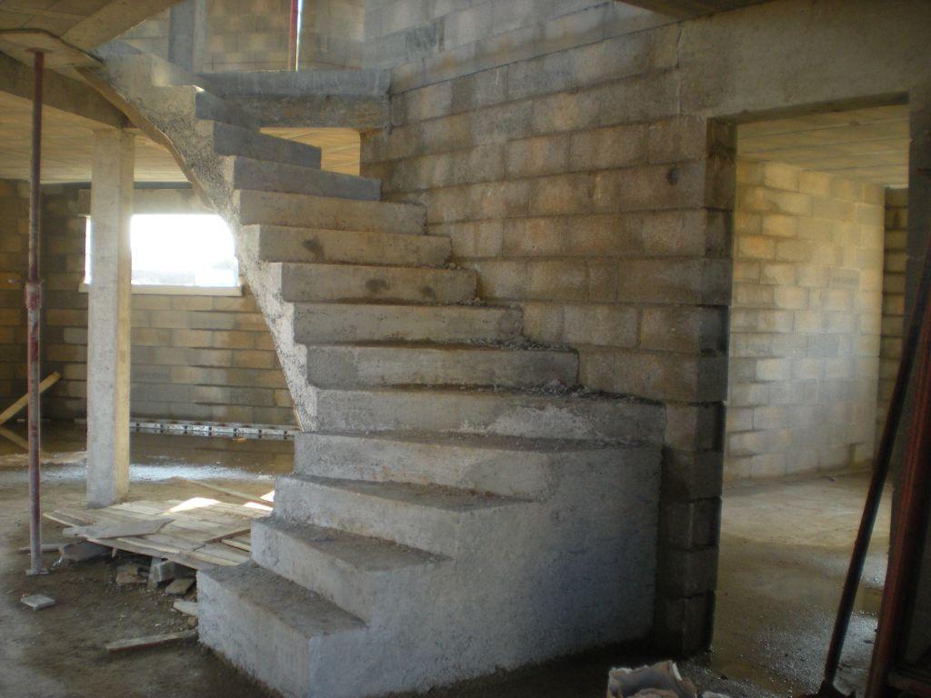 escalier béton, on peut monter à l'étage !