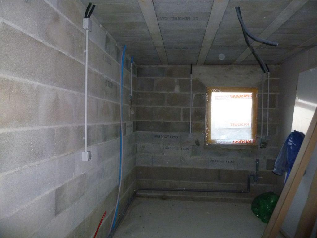 pl tre prises de courant dans le garage et cache vmc. Black Bedroom Furniture Sets. Home Design Ideas