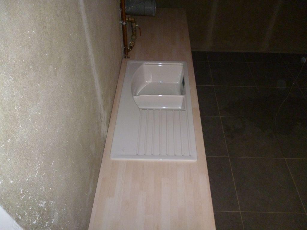 photo plan de travail avec vier pos et install dans la. Black Bedroom Furniture Sets. Home Design Ideas