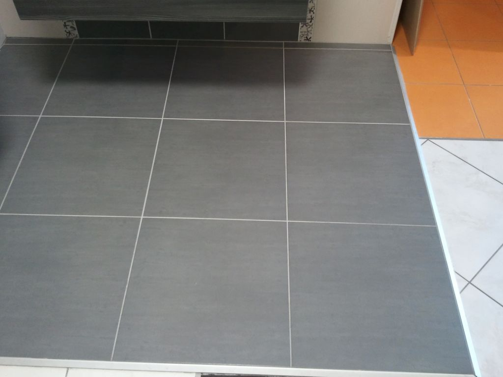 Cuisine carrelage gris moyen for Univers du carrelage