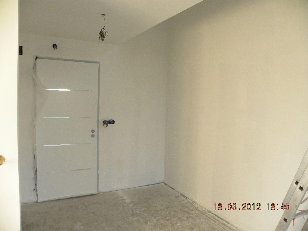 bandes placo et chape coul e sous couche et peinture escalier pos ploemel morbihan. Black Bedroom Furniture Sets. Home Design Ideas