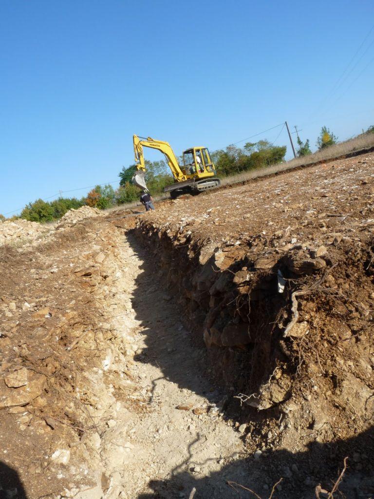 nos fondations dans la pierre calcaire  le sol ressemble à un mur