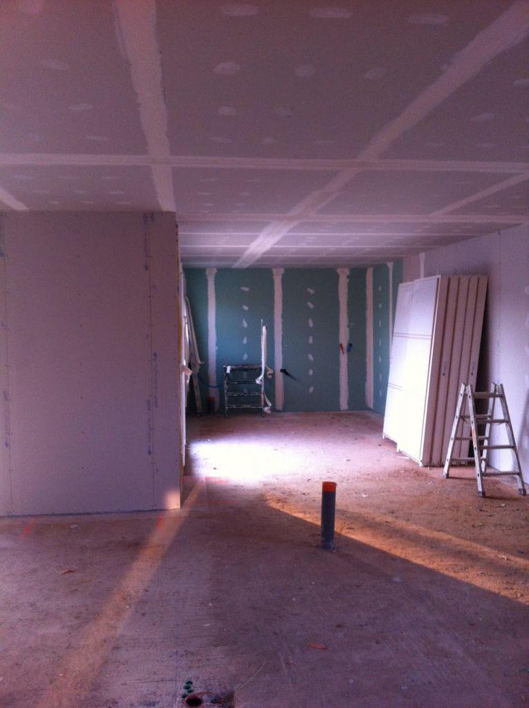 isolation int rieure preque termin e les cloisons en cours les jointeurs ont presque. Black Bedroom Furniture Sets. Home Design Ideas