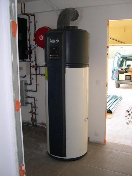 Constat lors de la remise des clés : Manque la porte isolée entre le Garage (Non isolé) et la buanderie (isolée). <br /> On peut constater également le sol non nettoyé...