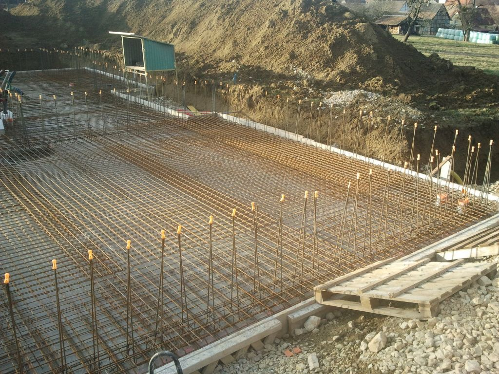 Chemin d 39 acces viabilites empierrement radier le radier franken h - Plan de piscine beton ...