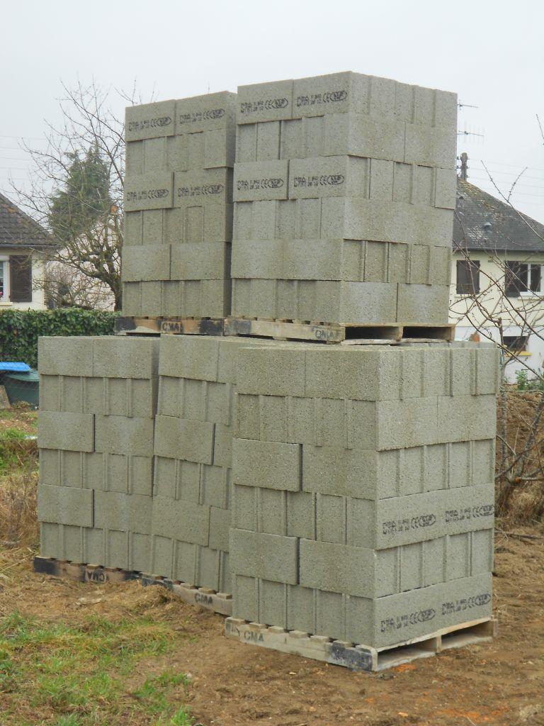 Photo ben a quoi ca sert ses blocs de ciment ca s appelle des parpaings - A quoi sert un vide sanitaire ...