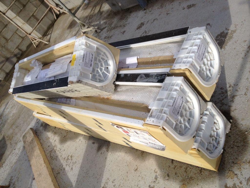 Montage des murs : 2e jour / les linteaux contenant les volets roulants électriques