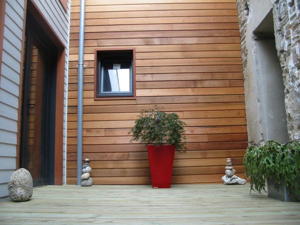 une vue generale du patio d'entrée