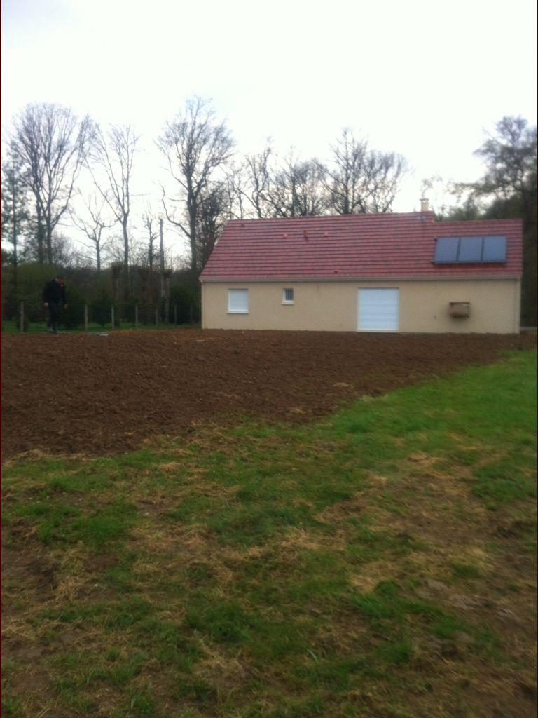 fosse septique à épendage terminée - le terrassier est passé la recouvrir de terre