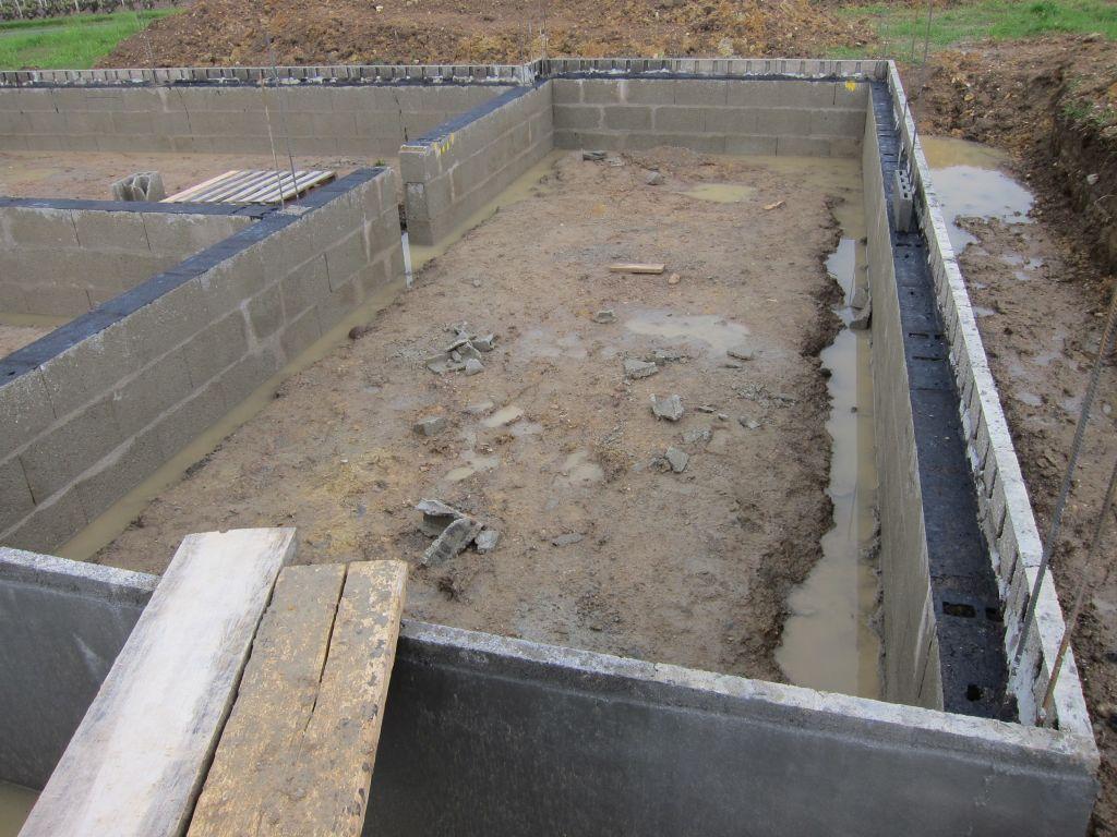 le vide sanitaire est mont re le vide sanitaire est mont vue des vacuations d 39 eau sous. Black Bedroom Furniture Sets. Home Design Ideas