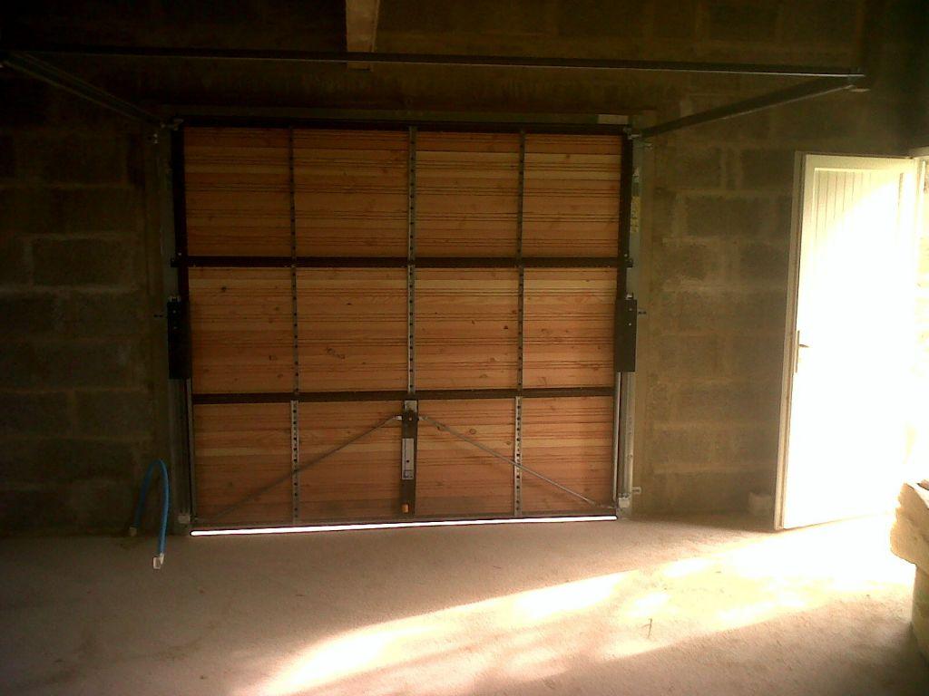 Porte de garage bard e isolation tage laine de bois for Habiller des portes
