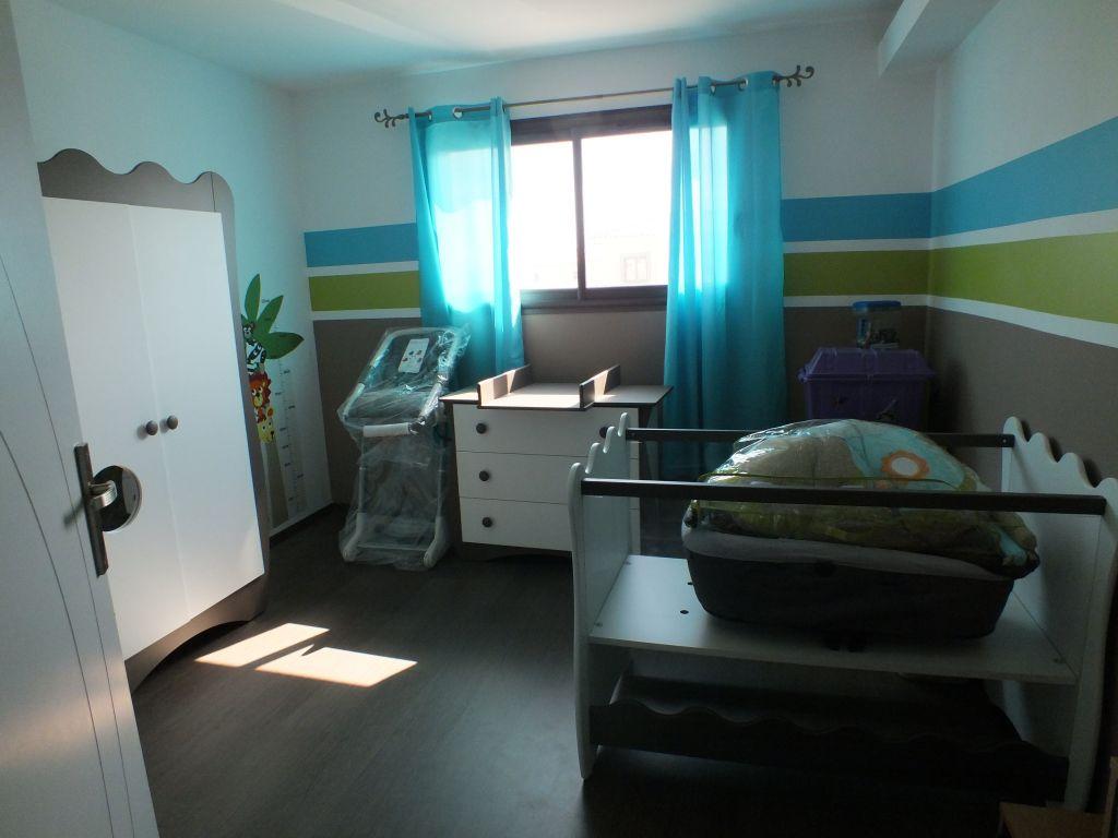 Chambre d'enfant 13.9m2 teintes murales marrons - Bages (Pyrenees Orientales - 66) - mai 2012