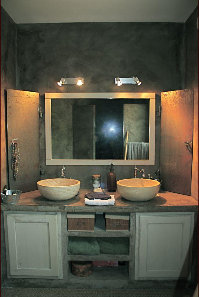 Le plan vasque... les portes du sur-meuble... soudée par mes petites mains !
