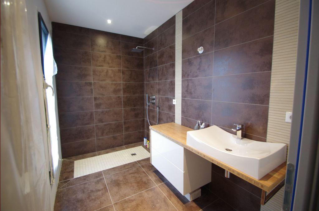 Salle de bain - salle d'eau 5.5m2 teintes murales beige - Cote D'or (21) - juin 2012