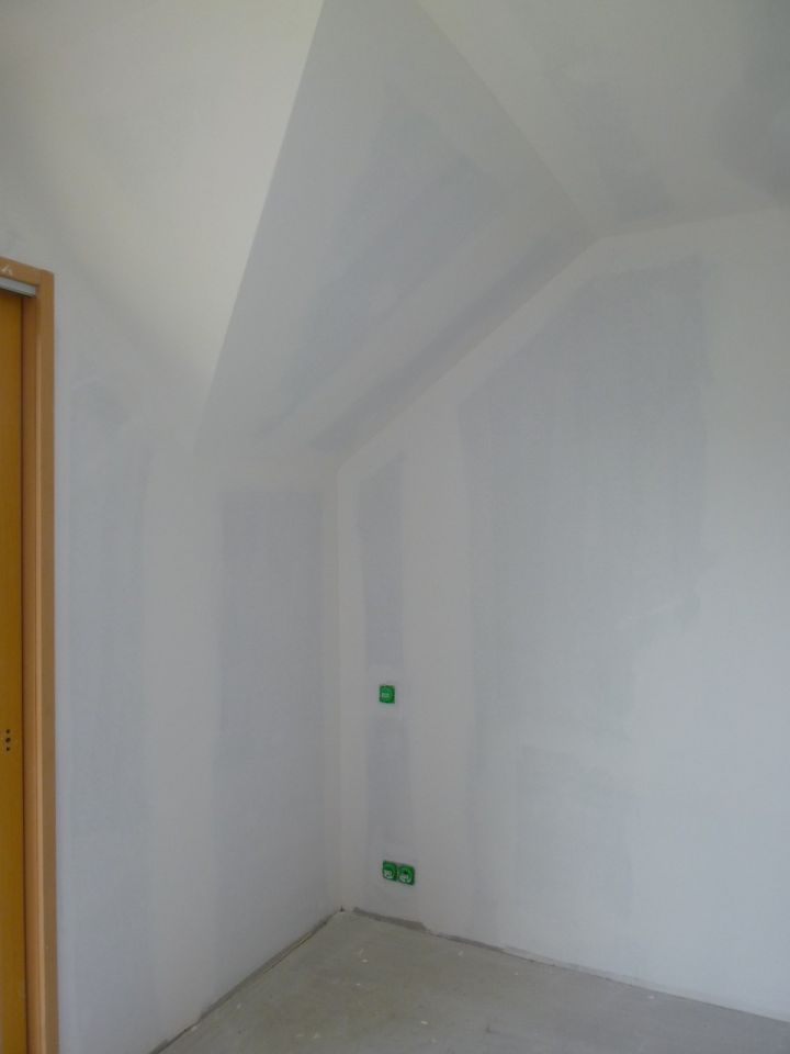 la cuve de r cup ration des eaux de pluie sous couche peinture et plafond parquet pour la. Black Bedroom Furniture Sets. Home Design Ideas