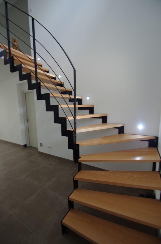 Escalier, spots LED allumés :)