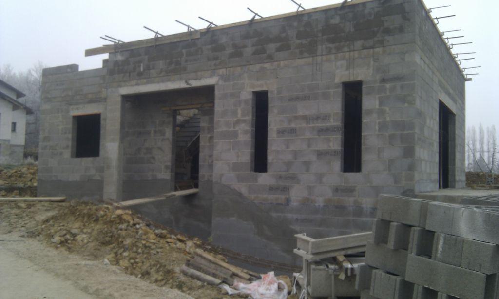 murs coté port entrée