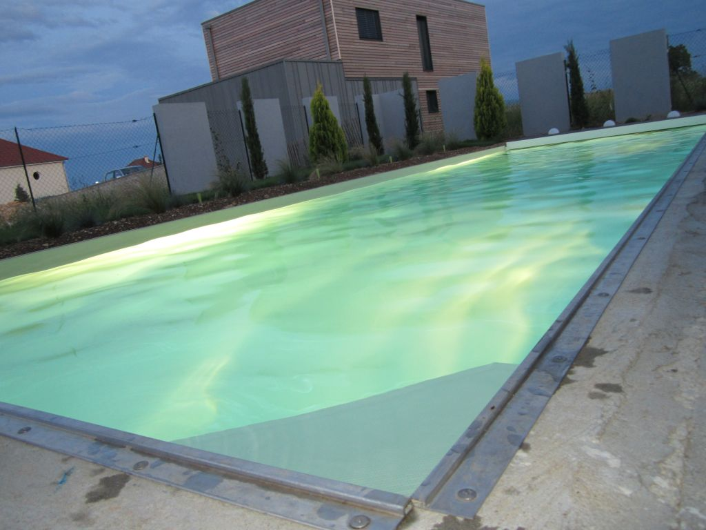 Volet roulant pour piscine volet de piscine hors sol for Volet roulant piscine sur mesure