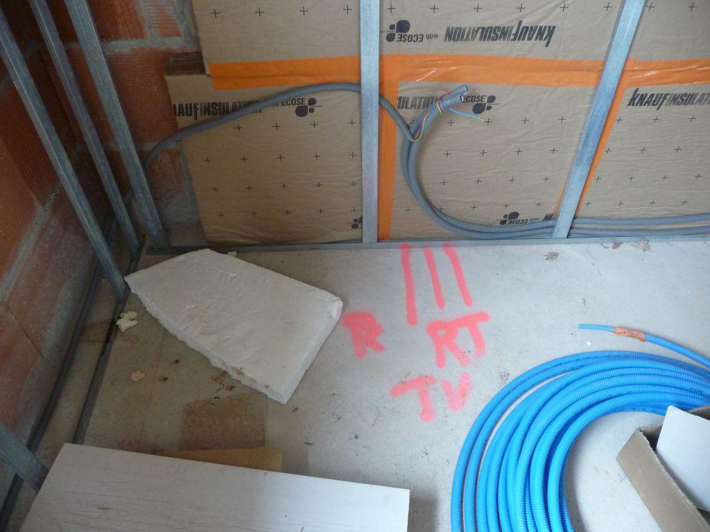 Pose des menuiseries exterieures place l 39 isolation et aux cloisons - Mise en chauffe plancher chauffant avant carrelage ...