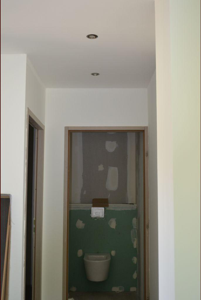 photo wc sols gris clair ain 1 juillet 2012. Black Bedroom Furniture Sets. Home Design Ideas