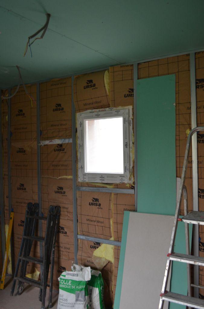 Travaux d 39 isolation plafond et pose du placo travaux d - Isolation mur salle de bain ...