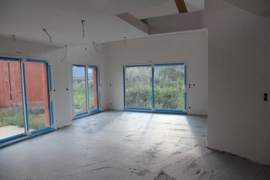 coulage de la pr chape jour d 39 achat de la peinture int rieure boucher les trous des. Black Bedroom Furniture Sets. Home Design Ideas