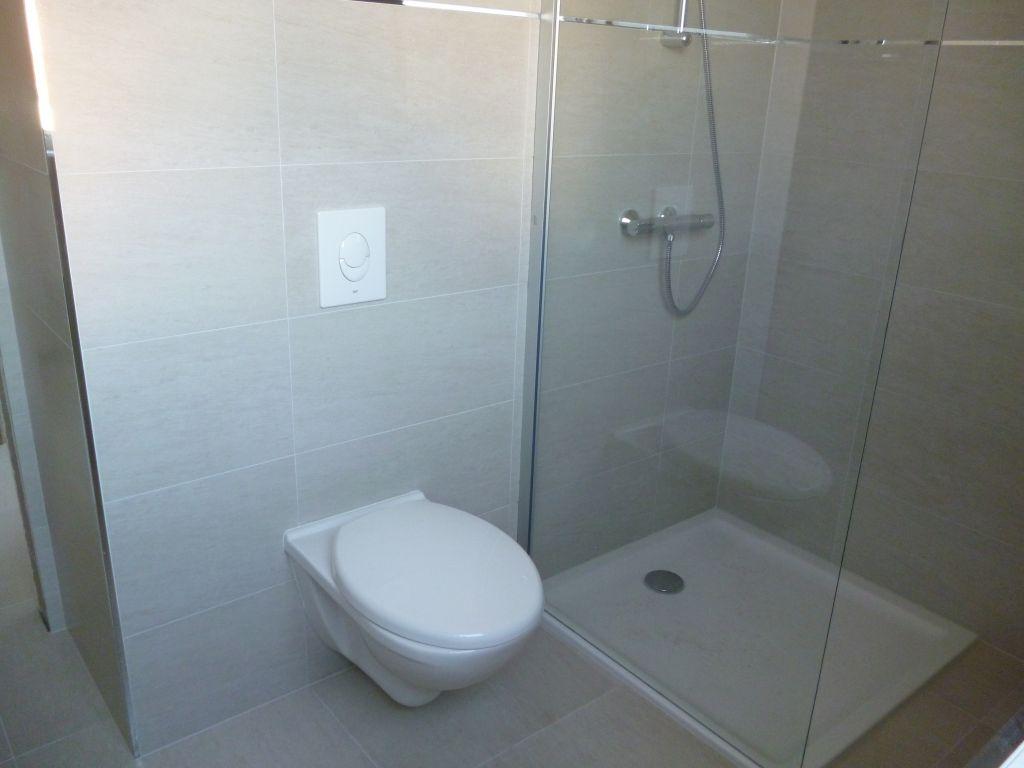 Installation d 39 un bati support wc derri re un mur porteur for Salle de bain dans un couloir