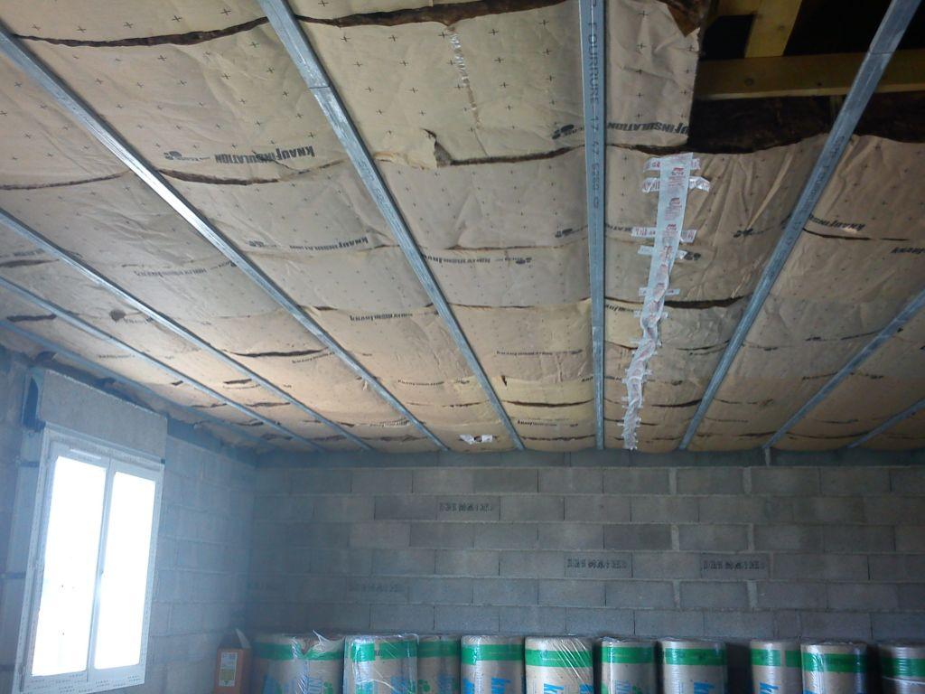 Mise en place de la Laine de verre au plafond de l'étage