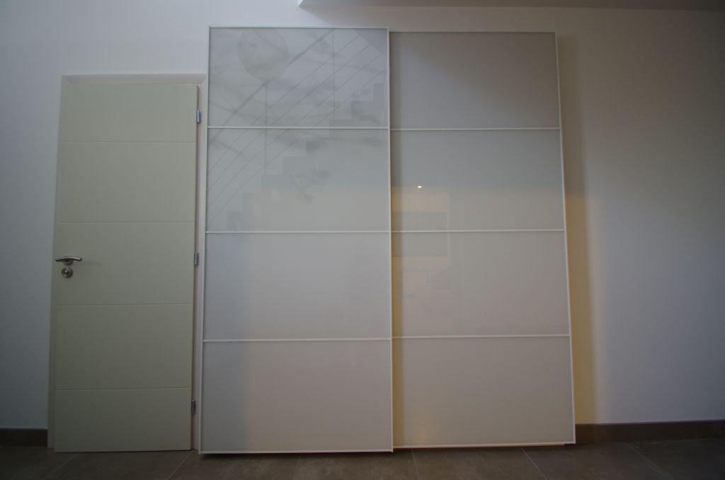Portes de placard de l'entrée installées (hack ikea de portes Pax Tonnes...)