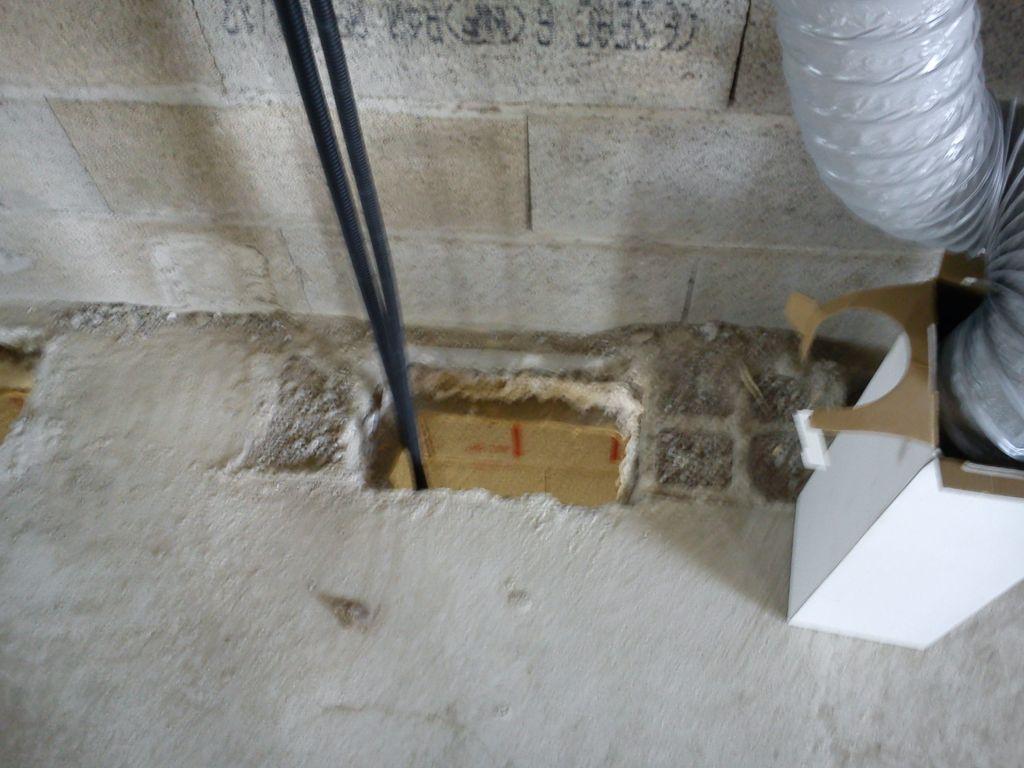 Passage des gaines électriques vers le garage.