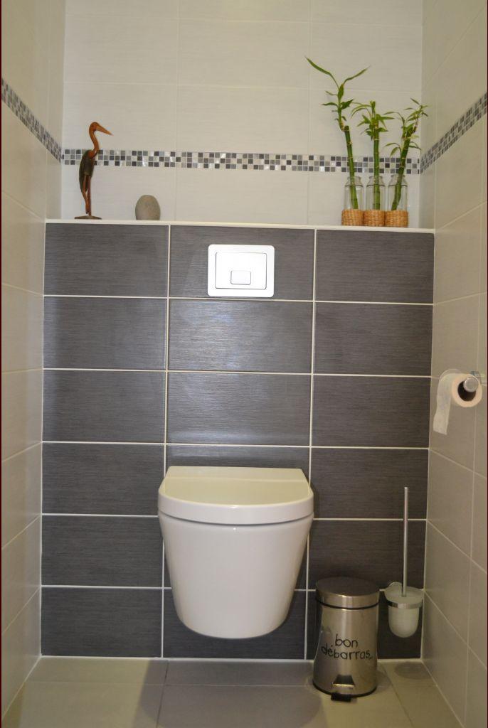 les toilettes du bas... le meuble lave-mains est en cours d'acheminement !!! nous l'avons choisi gris pour rappeler la faïence du bâti