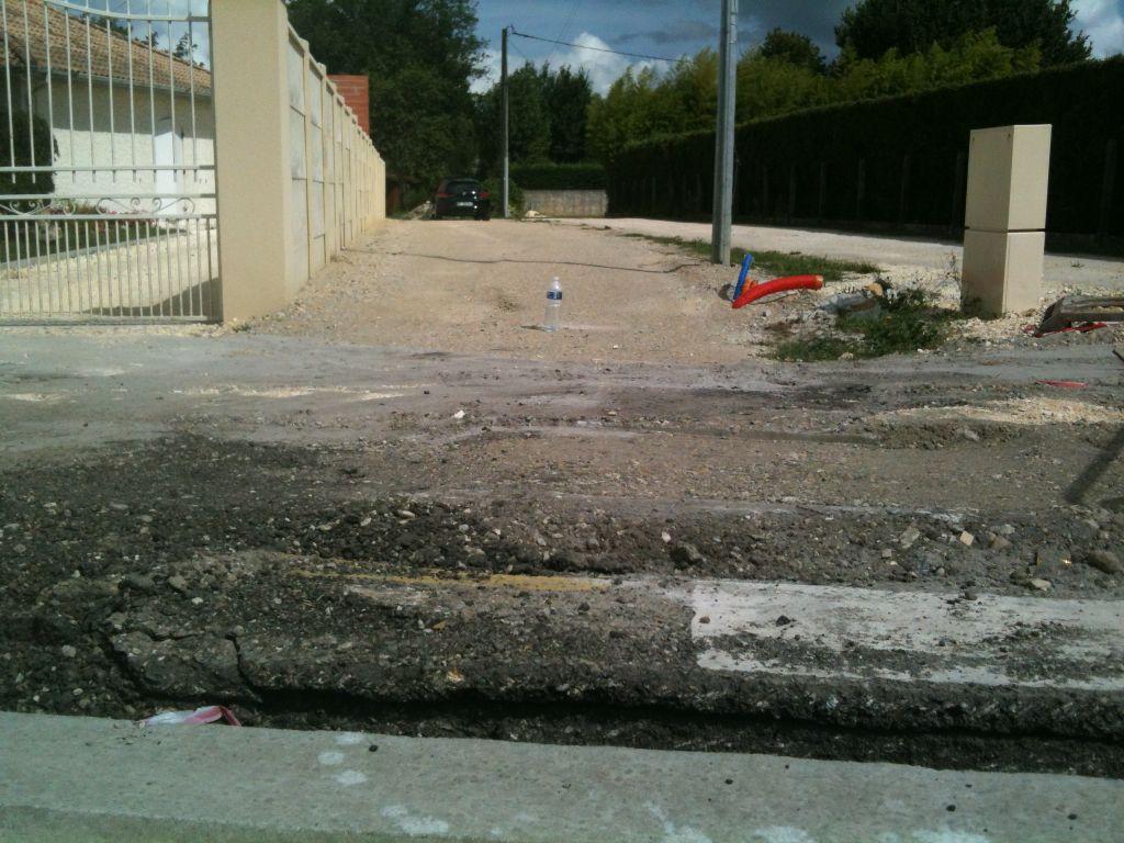 Nouveau trottoir en cours car avenue en réfection