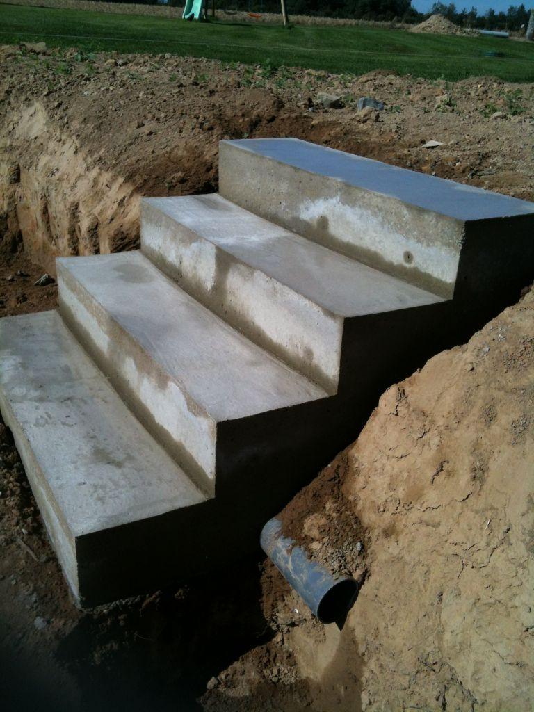 faire sois meme un escalier beton droit sans mur lateraux. Black Bedroom Furniture Sets. Home Design Ideas