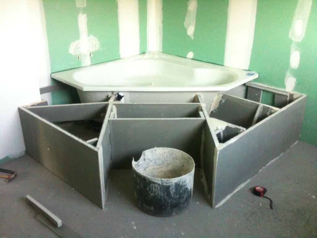 parement pierre pos pose baignoire d 39 angle avec estrade carrelage rdc avis sur les. Black Bedroom Furniture Sets. Home Design Ideas