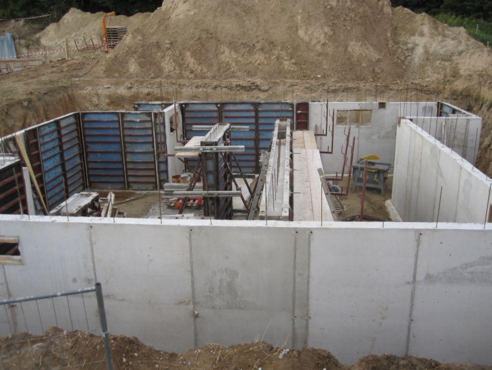 décoffrage murs extérieurs et bétonnage murs intérieurs