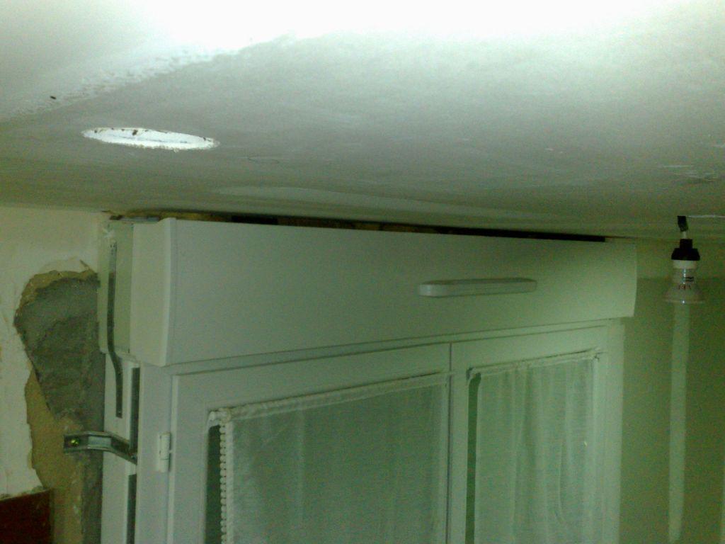 jour entre haut volet roulant et plafond. Black Bedroom Furniture Sets. Home Design Ideas