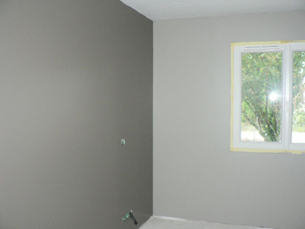 Peintures chambre le mur kaki rchauffe naturelle de la chambre peintures chambre parents for Peinture chambre a coucher parent