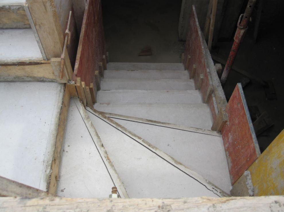 escalier RDC/sous sol, acces du garage au sous sol