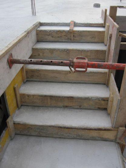 escalier RDC/sous sol, acces du garage au RDC
