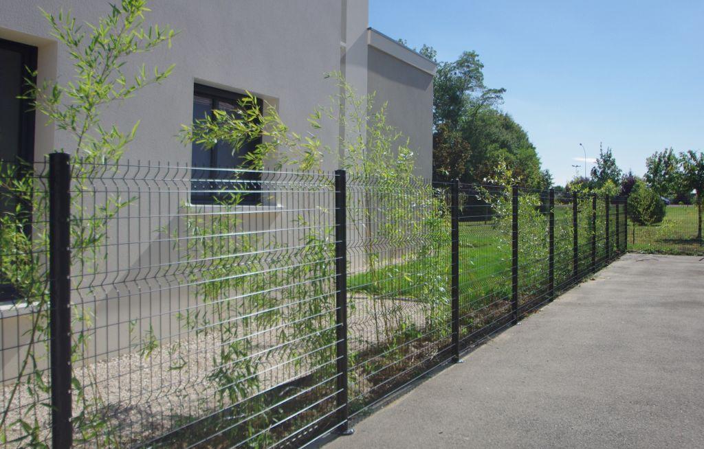Clôture en panneaux soudés côté servitude