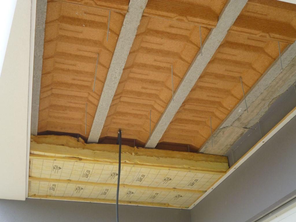 Pose isolation du plafond de la terrasse couverte for Poser du lambris bois au plafond