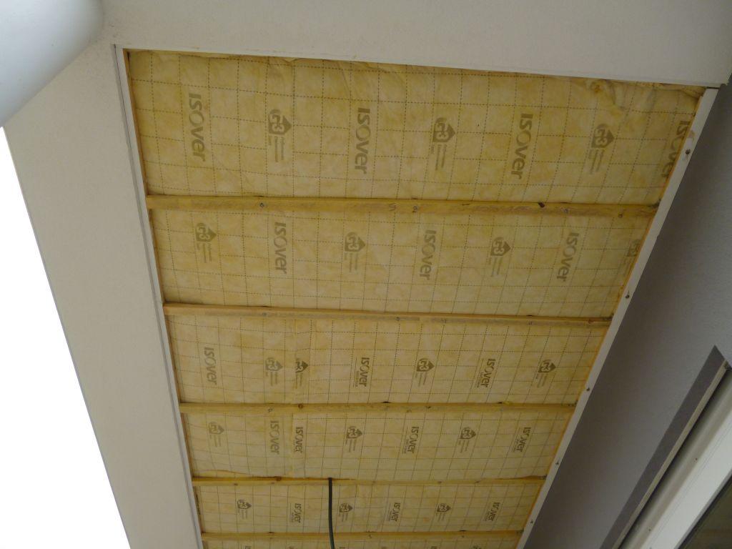 Pose de l'isolation du plafond de la terrasse terminée